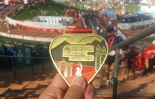Finisher Medaille beim München Marathon 2018-min